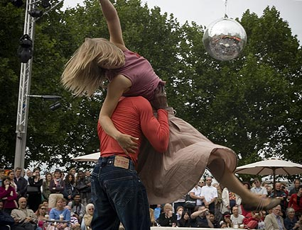 'Chaser' by Motionhouse Dance Theatre